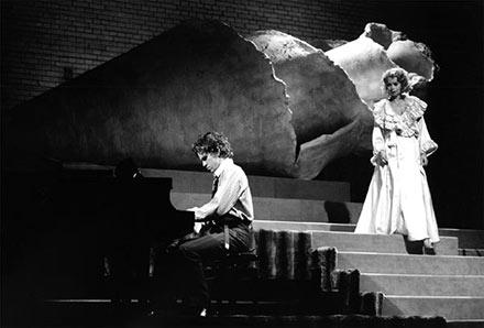 """Det Kongelige Teater: """"Det? en skam hun er en mær"""" Nikolaj Lie Kaas, Cecilia Zwick Nash"""