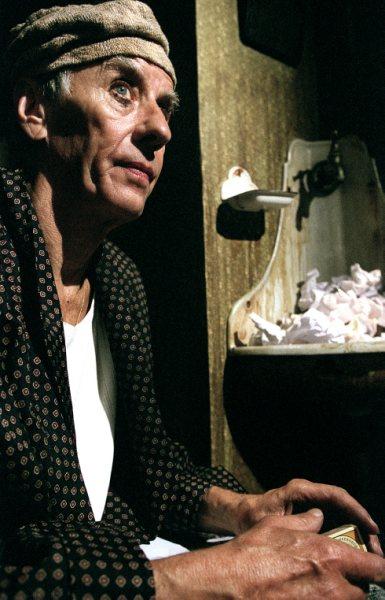 """Paul Hüttel i """"Sheherazade"""" på Teater FÅR 302. Foto: Tom Ingvardsen"""